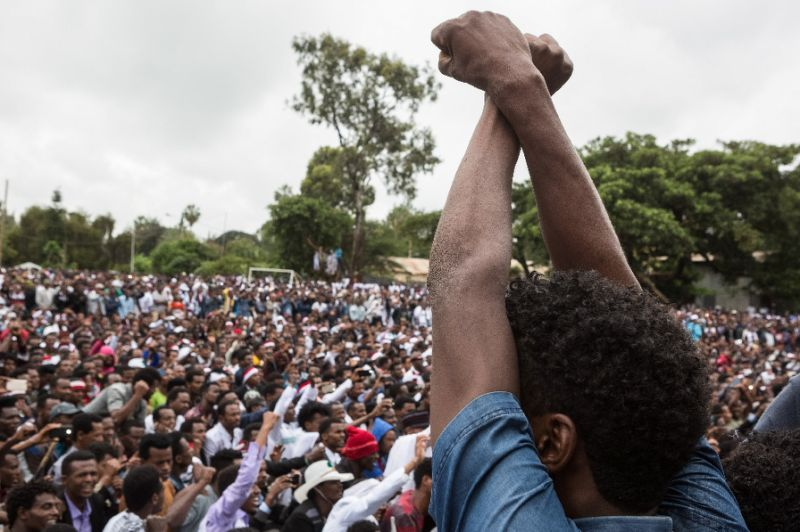 People protest against the Ethiopian government during Irreecha, the annual Oromo festival People protest against the Ethiopian government during Irreecha, the annual Oromo festival (AFP Photo/Zacharias ABUBEKER)
