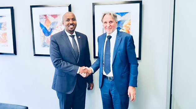 Somaliland envoy to Kenya Bashe Awil Omar (Left) shaking hands with the Netherlands ambsassadour to Kenya Frans Makken after their meeting at the Royal Dutch embassy in Nairobi. The two discussed about initiating talks to end the conflicts between Somaliland and Somalia/COURTESY