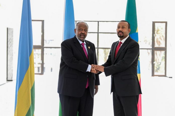 Ethiopian Prime Minister Abiy Ahmed shakes hands Djibouti President Ismaïl Omar Guelleh