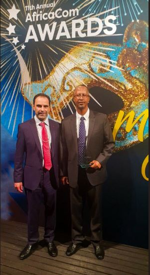 Tom Cuthell, event director of AfricaCom and Abdikarim Mohamed Eid – CEO, Telesom was acknowledged as the AfricaCom CXO of the Year