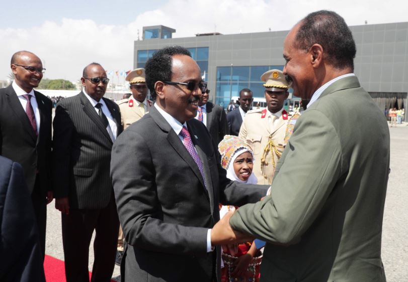 Upon arrival in Mogadishu, President Isaias was accorded warm welcome by President Mohammed Abdullahi Mohammed