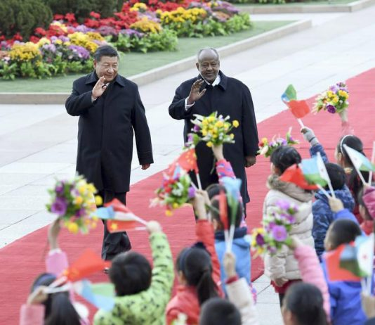 President Xi Jinping (L) holds a welcome ceremony for visiting Djibouti President Ismail Omar Guelleh before their talks in Beijing, capital of China, Nov 23, 2017. [Photo/Xinhua]