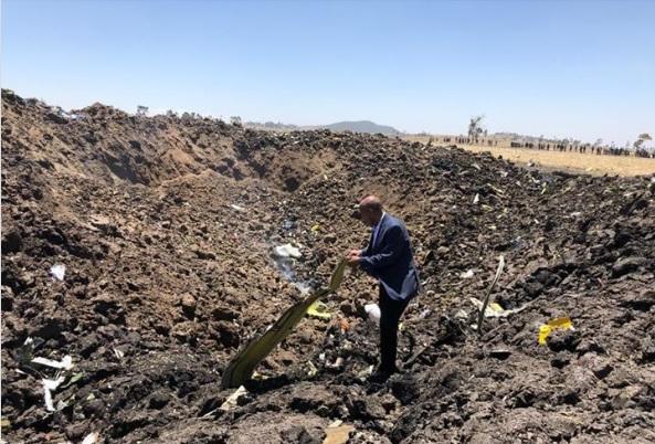 PIC: @flyethiopian CEO visiting the crash site in Bishoftu. Src: FB.
