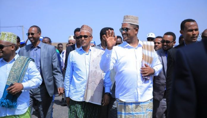 Oromia region vice president Shimelis Abdisa and the delegation from Oromia visited development projects in Degehabur.