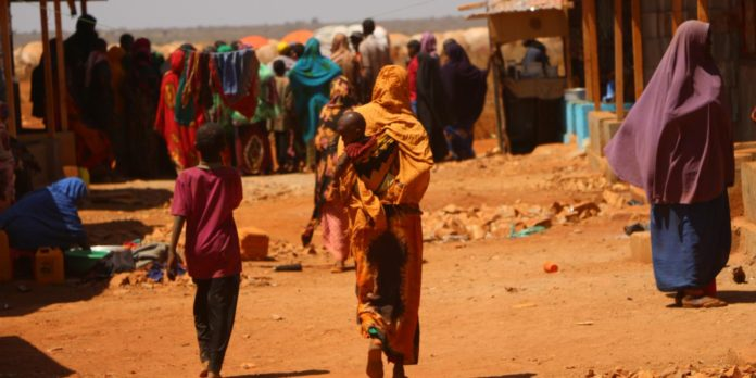 Drought and conflict displace quarter of a million people in Somalia