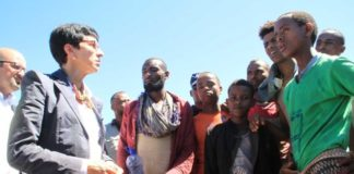 ASG Mueller meets with migrants fleeing Ethiopia in search of better prospects in Saudi Arabia. Credit: Saviano Abreu/UNOCHA
