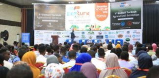 "logo logo × ECONOMY, AFRICA Somali-Turkish agriculture expo kicks off Minister for Labor and Social Affairs seeks Turkey's assistance to help Somalia realize its potential in agriculture Magdalene Mukami | 16.12.2019 Somali-Turkish agriculture expo kicks off MOGADISHU, Somalia An exhibition organized by Somalia and Turkey officially kicked off Sunday, attracting hundreds of participants, including business leaders from all sectors of agriculture. Among those attending was Turkish Ambassador to Somalia Mehmet Yilmaz, who said he was pleased to participate in the Somali-Turkish Agricultural Expo, the first of its kind in the country. ""There will also be panels at the expo where Turkish and Somali experts will discuss problems regarding agriculture in Somalia and deliberate on possible solutions and cooperation,"" he said. Somalis eager to get into the lucrative agriculture business thronged the summit, which ends Monday, to learn how they can improve their yields and tap into the international market. ""Some parts of Somalia, like where I come from, are good for farming. I just want to know how I can export my farm produce abroad, and I have been given help here,"" Mohamud Osman, a Somali farmer, told Anadolu Agency. ""How can we use agriculture to grow Somalia and where do we export what we have?"" said businessman Hassan Omar. Later, Omar spoke to Anadolu Agency on the sidelines of the summit. ""All the businesspeople here now are targeting agriculture. We don't want to be left behind. We will invest heavily. It is the future of our country."" Somalia's Minister for Labor and Social Affairs, Sadik Warfa, called for Turkey's assistance to help Somalia realize its potential in agriculture, which will provide jobs for many youths. Somalia mostly exports livestock, fish and bananas and also grows corn and sorghum for domestic use. But a lack of security as well as displacement due to war, poor irrigation and transport systems and degraded natural environments have slowed exports over the years."