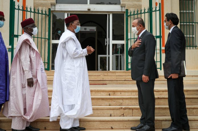 Foreign Minister Mevlüt Çavuşoğlu is welcomed by Niger's President Issoufou Mahamadou on his official visit to the capital Niamey, Niger, July 21, 2020. (AA Photo)