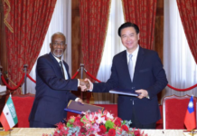 Photo: Taiwan's Foreign Minister Joseph Wu (right) and his Somaliland counterpart Yasin Hagi Mohamoud (left) shake hands after signing an agreement on setting up representative offices in their respective country on Feb 26, 2020 in Taipei City. (Source: Somaliland MFA)