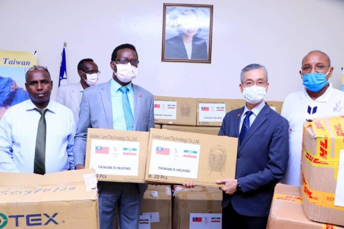 Taiwan hands over medical supplies to Somaliland to fight COVID-19