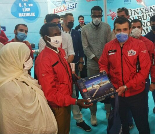 Selçuk Bayraktar Meets 17-year-old Somali inventor Guled Adan Abdi