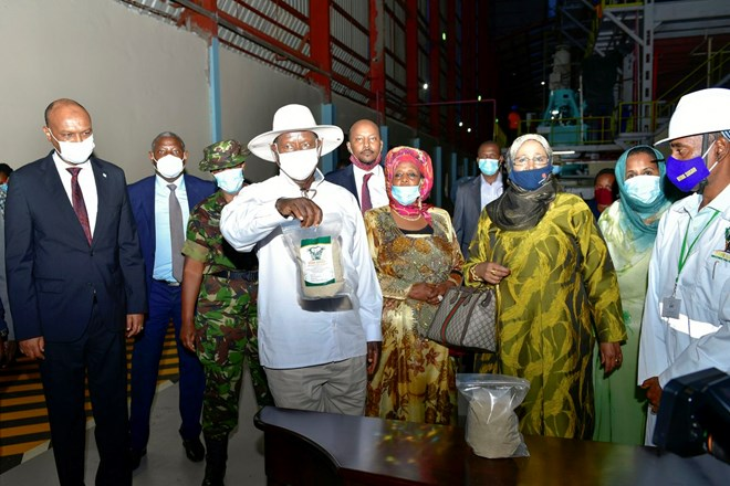 Amina Hersi (C), proprietor of Atiak Sugar Factory, guides President Museveni and others on a tour of the mega facility shortly after its commissioning on Thursday, October 22, 2020. (PPU)