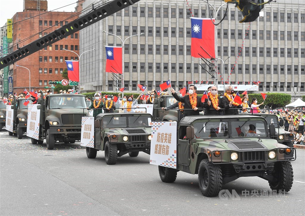 People who made contributions to Taiwan's fight against COVID-19 take part in the National Day parade. CNA photo Oct. 10, 202