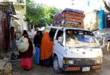 Residents flee following renewed clashes between rival factions in the security forces, who have split in a dispute over an extension to the president's term in Hodan district of Mogadishu, Somalia, on April 27, 2021. (Reuters)