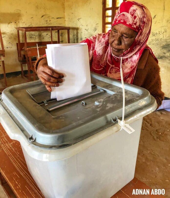 Old woman casts her vote in Buroa , Credit adnan abdo