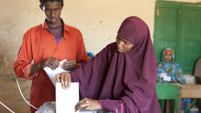 Woman casts her ballot in Somaliland municipal elections, Nov. 28, 2012. Credit: Kate Stanworth Woman casts her ballot in Somaliland municipal elections, Nov. 28, 2012. Credit: Kate Stanworth