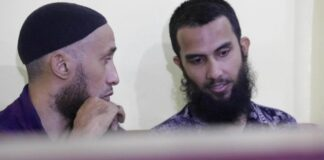 SOMALI MILITARY image captionDarren Anthony Byrnes (L) and Ahmad Mustakim bin Abdul Hamid (R) were accused of helping recruit militants