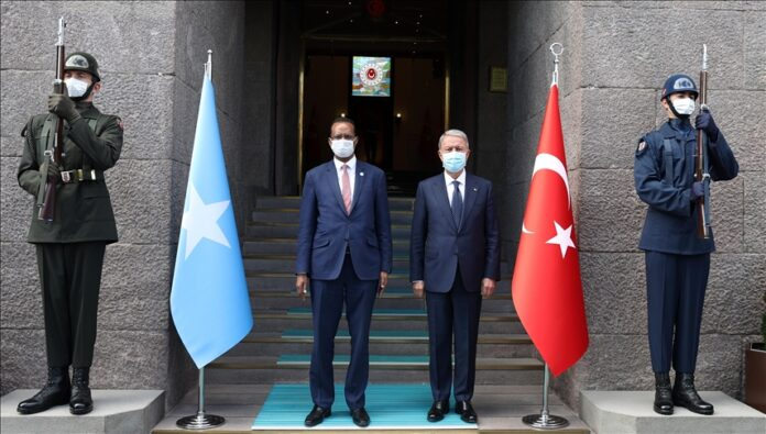 The defence ministers of Turkey and Somalia discussed bilateral and regional issues in a meeting on Friday.